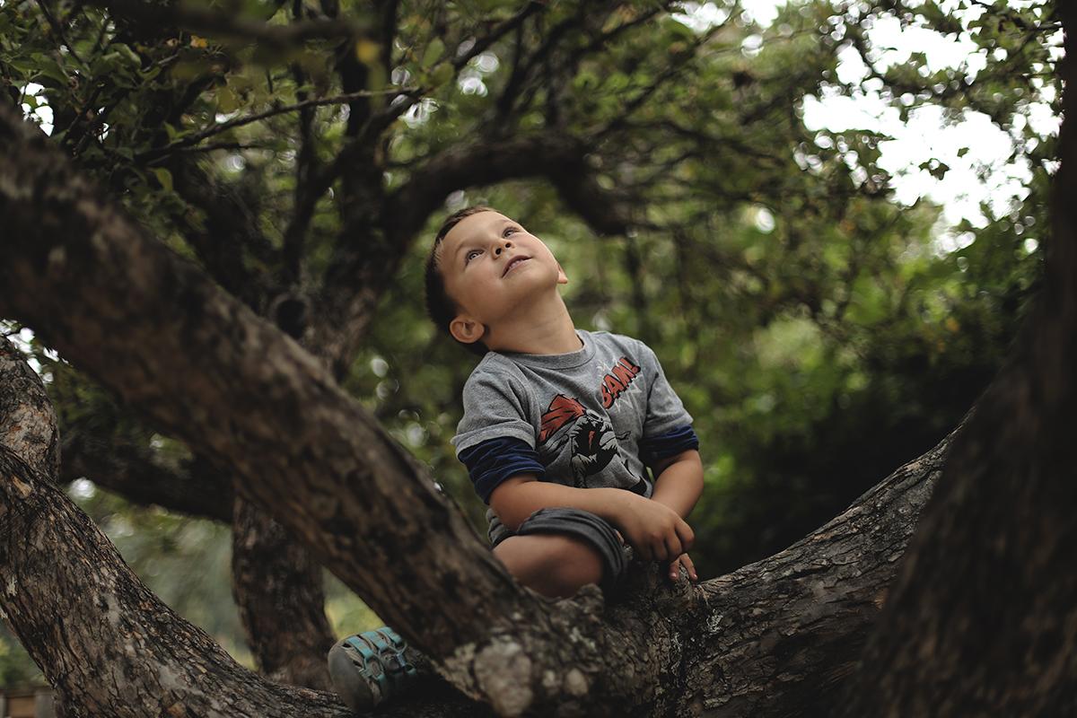 spontaneous photo of kid